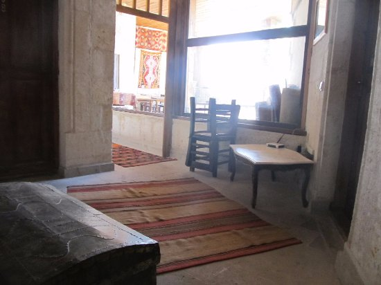 Kismet Cave House: Outside room