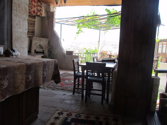 Kismet Cave House: Dining area