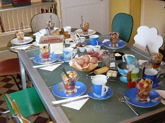 Belle-Isle-en-Terre, Francia: petit déjeuner