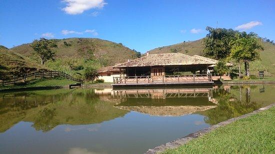 Fazenda Ribeirao Hotel De Lazer: Lago e restaurante do lago