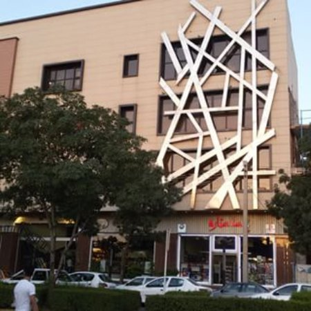 Qazvin, อิหร่าน: Narvan Mall