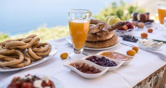 Oitylo, Greece: πρωινό στο Ακρολίθι