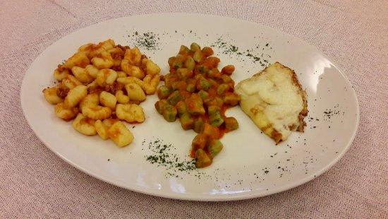 Vernasca, Itália: tris di gnocchi chicche della nonna e crespelle ai funghi