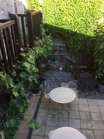 Eymet, France: Pretty courtyard