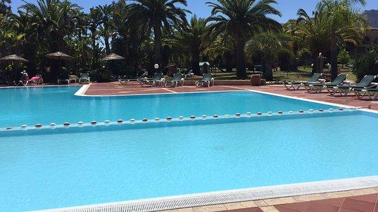 Piscine agr able avec une eau une temp rature parfaite for Temperature piscine