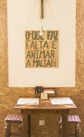 Lousa, โปรตุเกส: A mesa romantica