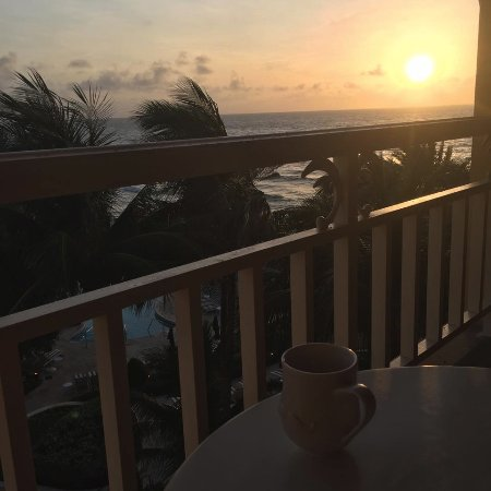 Manalapan, FL: Every room is positioned to see the sunrise and ocean. AMAZING