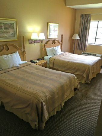 Kilgore, TX: Two Queen Beds