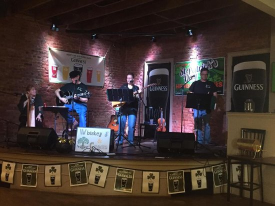 Covington, GA: Enjoy live music upstairs in the Listening Room at the Irish Bred Pub.