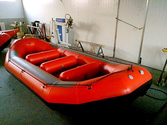 Grenville-sur-la-Rouge, Canadá: The manufacturer of rafting boats