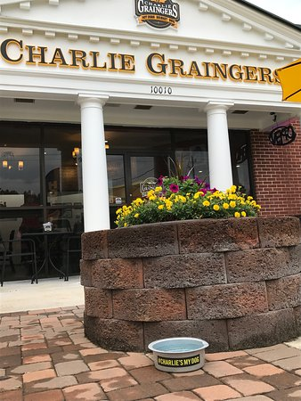 Richmond Hill, Gürcistan: Charlie Graingers