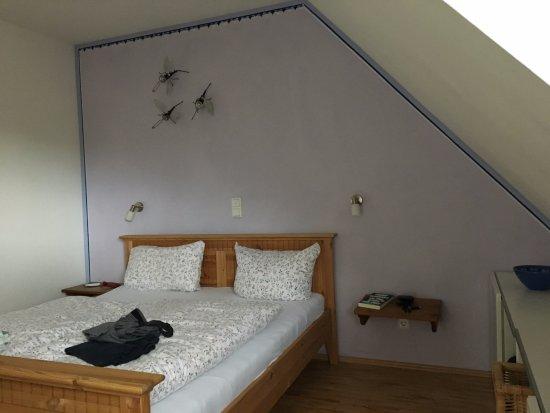 Manderscheid, Alemania: Großes Zimmer mit ausreichend Stauraum