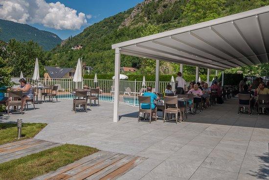 Le restaurant du savoy hotel brides les bains for S bains restaurant