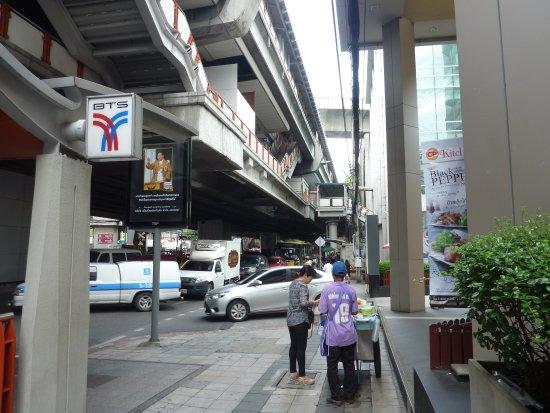 Baan K Residence by Bliston: Main street central Bangkok, Monorail above