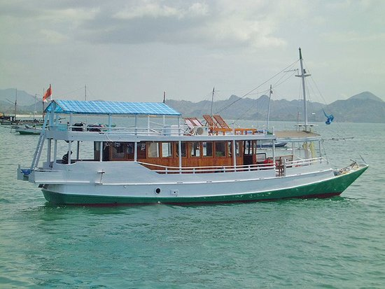 Komodo Marina Tour: Standar boat for sailinf to Komodo island