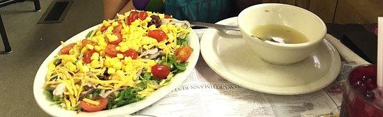 Berlin, OH: minestra e insalatina mista