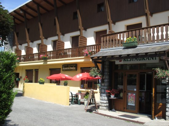 Ancizan, Francia: entrée de l'hotel restaurant