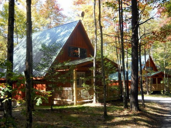 Mount Nebo, WV: Summersville Lake Retreat Cabins on the West Ridge, fully furnished with hot tubs and fireplaces