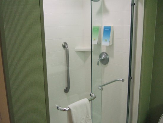 Southaven, Μισισιπής: Shower - right next to potty