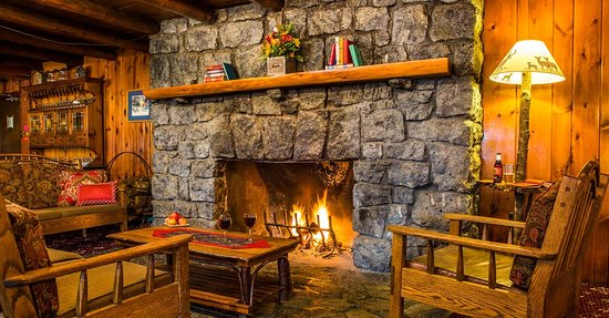 North River, Nowy Jork: Relax in front of our fireplace at the end of a great day in the great outdoors
