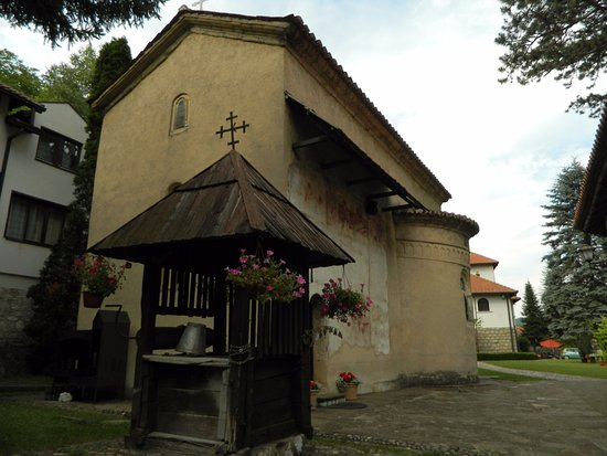Cacak, Serbien: Bunar ispred crkve