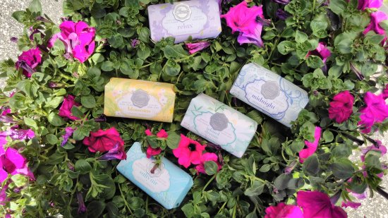 Lindsay, Canada: Secret Jewels bar soaps!