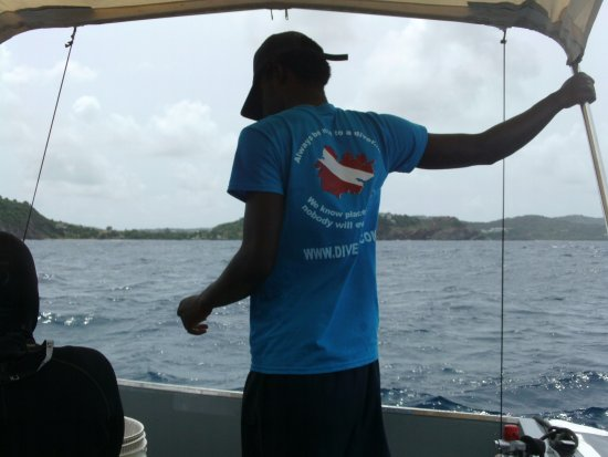 Английская Гавань, Антигуа: Joshua wearing one the Dive Carib shirts.