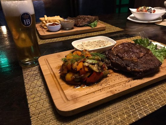 Munchen Pub: You are always welcome to try the best steaks in Baku!We do promise you will enjoy!!!