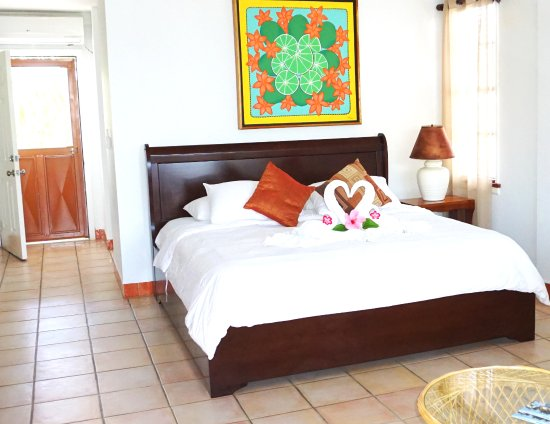Iguana Reef Inn: Poolside Standard with a King bed