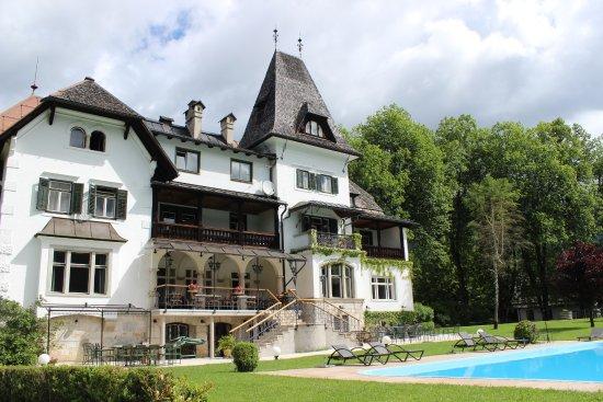 Gosau, Østrig: Back side of inn.