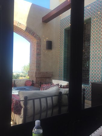 Paso Robles, CA: outside patio seating thru the windows in the bar, we saw a party lounging here playing cards.