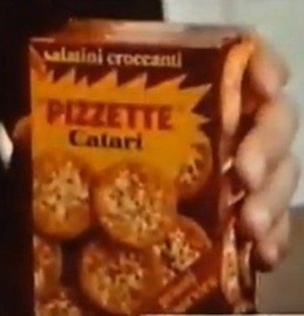 """Corciano, İtalya: Le pizze d'asporto di dimensione pari alle """"Pizzette Catarì""""...."""