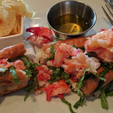 Lobster roll at the Lobster Trap: a visual feast!