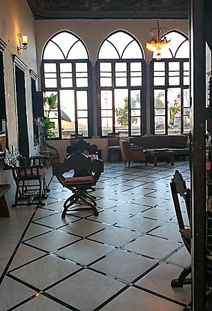 Fauzi Azar Inn by Abraham Hostels: A 200 year  living room