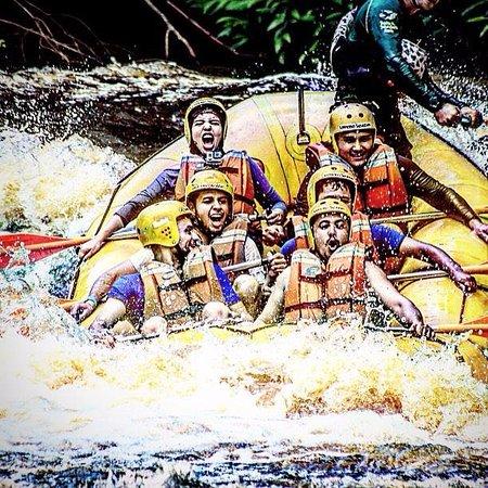 Brotas, SP: Rafting no rio Jacaré Pepira.