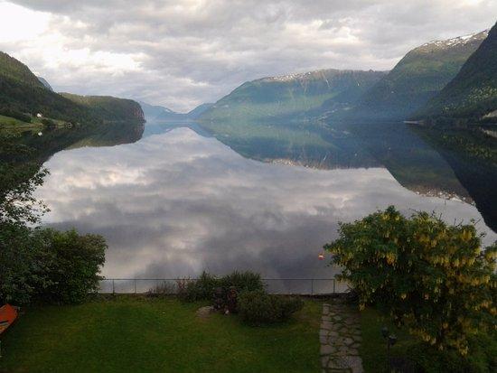 Et vakkert skue, Hornindalsvatnet sett fra Grodås grytidlig en St.Hansaften