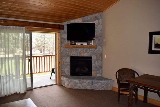 Sisters, OR: Suite #238, fireplace and TV
