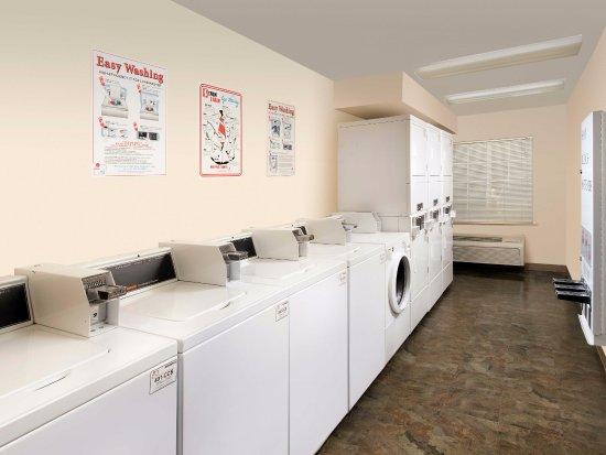 Mission, KS: Laundry Room
