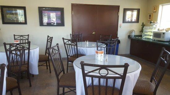 Cle Elum, Вашингтон: Upscale-seating ; adequate continental breakfast