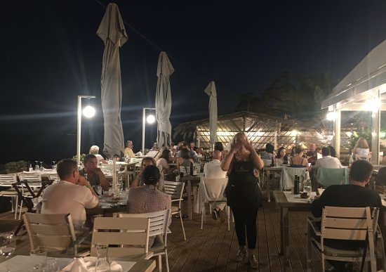 Ouranoupoli, Greece: A busy restaurant on the waters edge