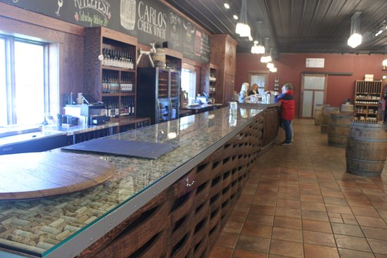 Alexandria, MN: Our new tasting bar!