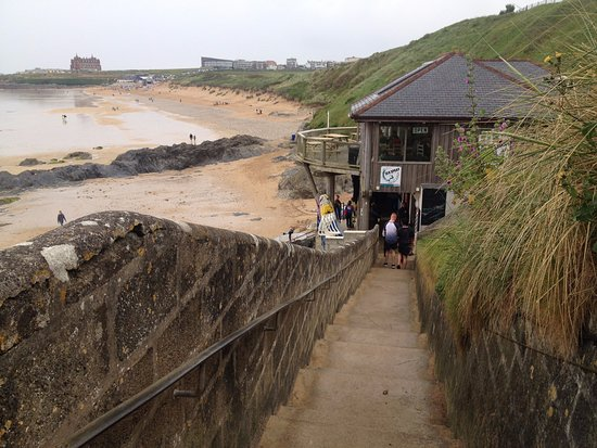 Ньюквей, UK: Stairway to far end of beach only usable during low tide