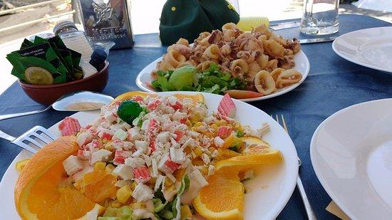 Calamaris vanachter en vanvoor de salade met krab deze for Vers des salades