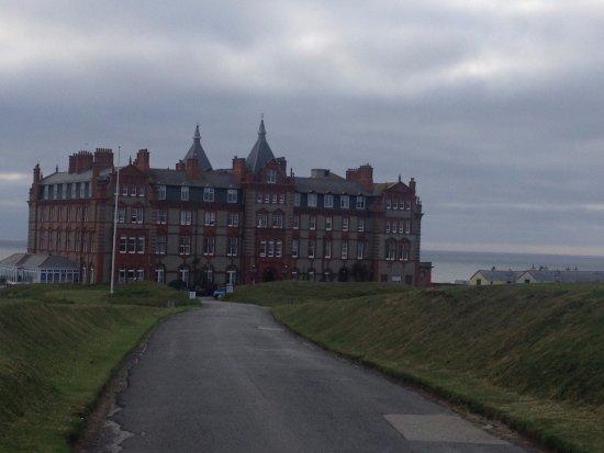 Ньюквей, UK: Hotel on the headland, good walk all around the headland