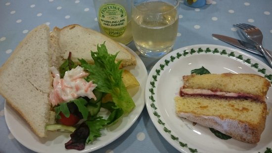 Dartington Crystal: A prawn sandwich and victoria sponge
