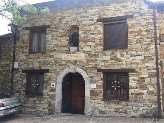 Rabanal del Camino, Tây Ban Nha: Monasterio Benedictino de San Salvador del Monte Irago