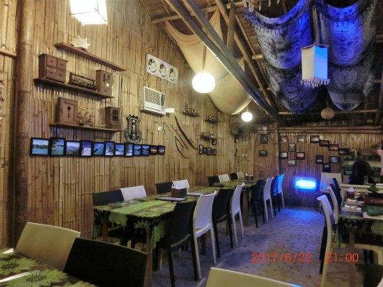 Malay, Filippinene: 店内の壁にボラカイの風景写真