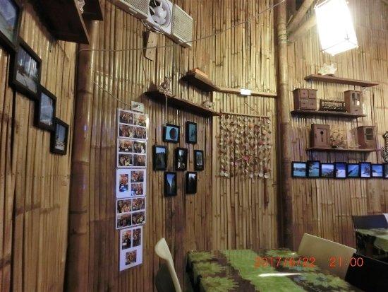 Malay, Filippinene: 店内の壁に来店客の記念写真