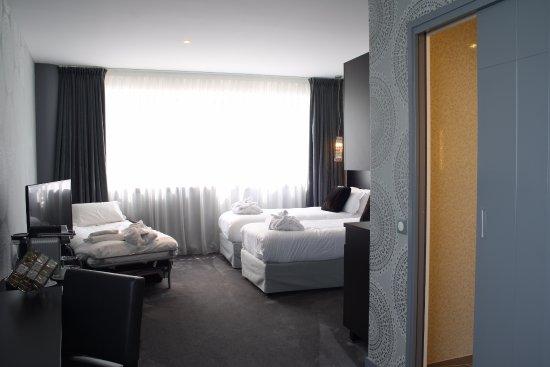 Saint-Jacques-de-la-Lande, France: Chambre triple Deluxe
