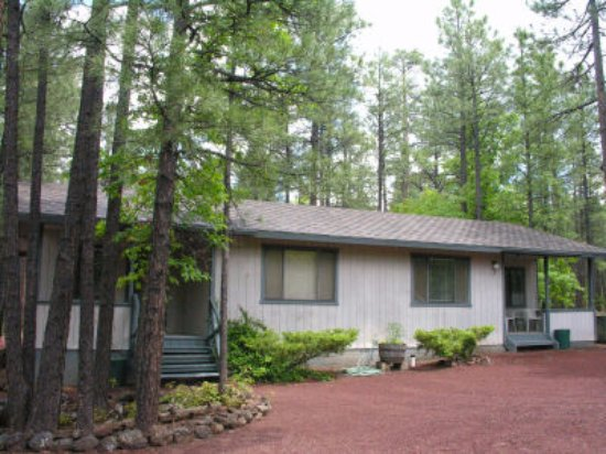 Pinetop-Lakeside, Αριζόνα: Units #5 & #6 - one bedroom units with queen bed in center courtyard area